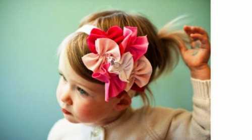 Такую косу можно украсить яркой заколкой или необычной резинкой
