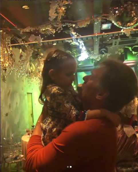 Навка опубликовала видео танца Пескова с дочерью