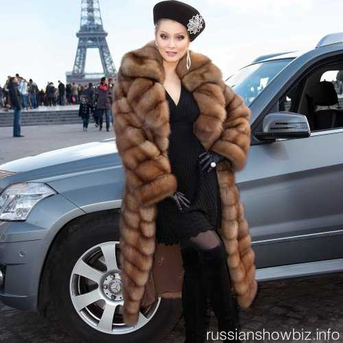 Лена Ленина установила в автомобиль новую опцию