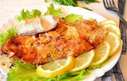 Чтобы запечь кету по рецепту нужно по килограмму рыбы и картофеля, ст