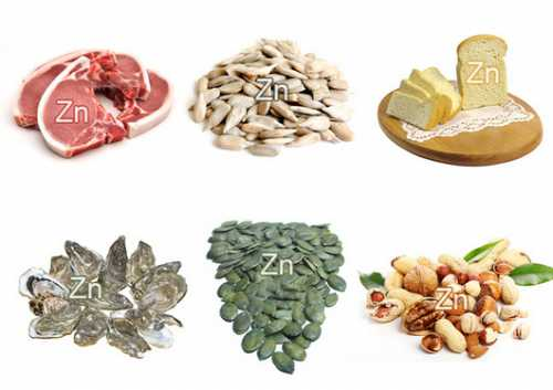 Обед суп из лосося с рисом, салат из отварной куриной грудки с помидорами, листьями салата и свежим огурцом