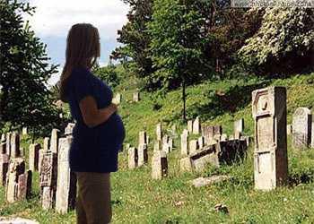 Можно ли беременным на кладбище: что думают
