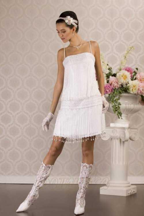 Например, платьем футляр , Идеальный вариант для платья принцессы модели, украшенные цветочным декором