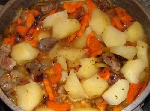 Картошка с мясом в кастрюле