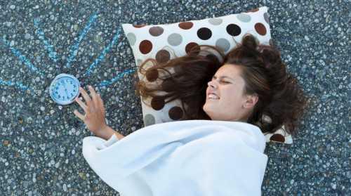 Выяснилось, что непродолжительный сон иранний подъем впоследствии приводят кбольшему потреблению спиртного