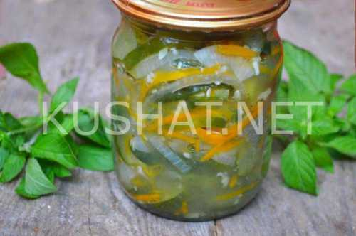 Узнай рецепт салата из огурцов с луком на зиму,