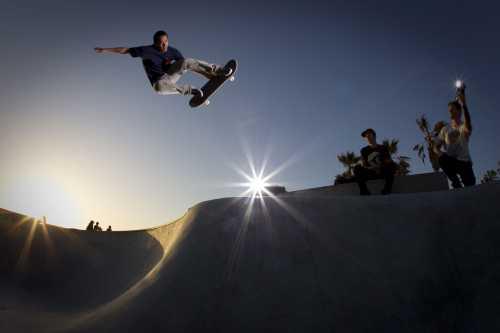 Детские скейдборды для мальчиков, изза стремления ездоков к сложным трюкам, должны быть особенно прочными