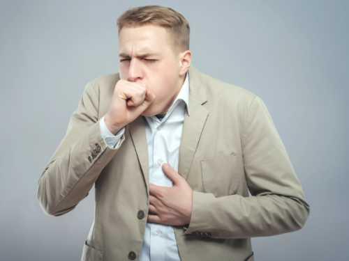 Болит грудная клетка посередине: почему и что