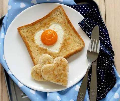 Рецепт яичницы в хлебе, секреты выбора