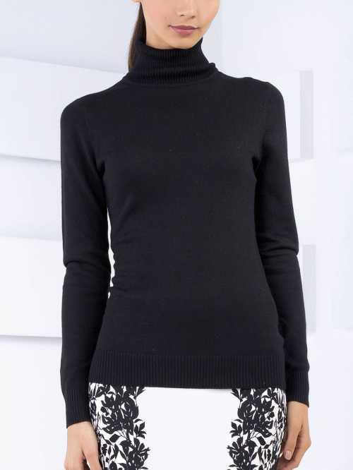 Важно к нижней части свитера и рукавам прицепить груз, чтобы ткань не имела возможности сесть обратно
