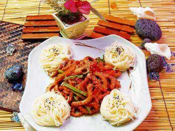 Широко используются овощи и фрукты оливки, баклажаны, лимоны, апельсины